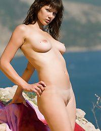 Tempting naked hottie